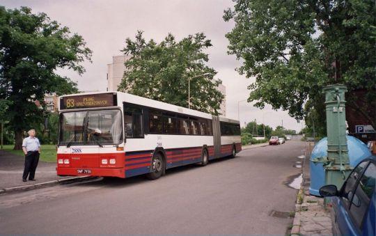 """""""Zatramwaj"""" linii 83 na Pomorzanach"""