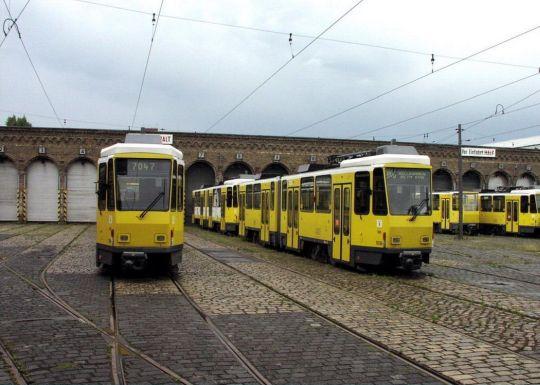 Odstawione wagony KT4Dt czekają na kupca