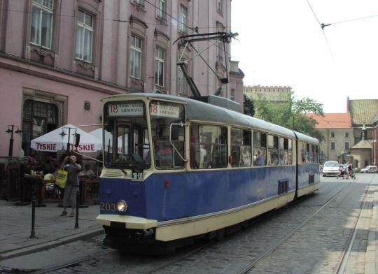 Krakowski tramwaj zabytkowy 102N na linii 18