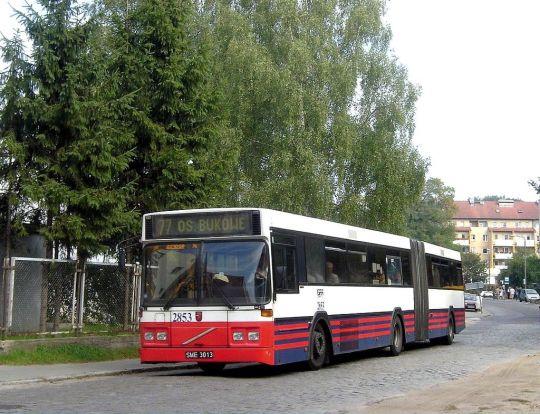 Linia 77 kieruje się objazdem w stronę Osiedla Bukowego