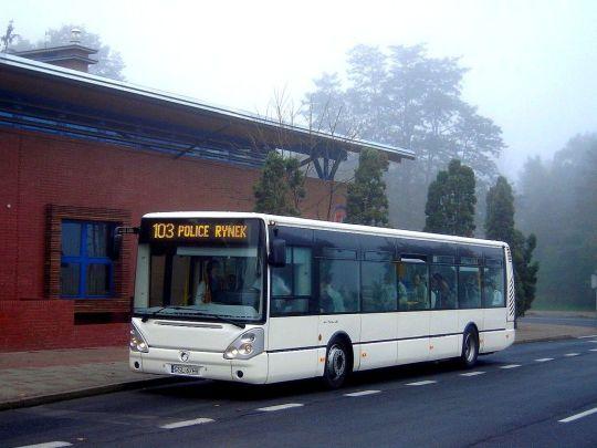 Testowy Irisbus kończy służbę na linii 103 w mglisty poranek