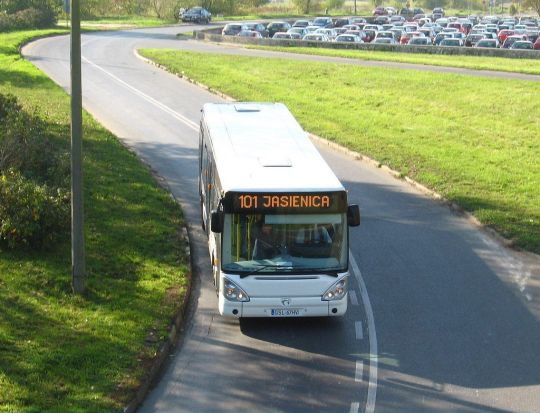 Irisbus Citelis na wjeździe kieszeniowym pod Zakłady Chemiczne