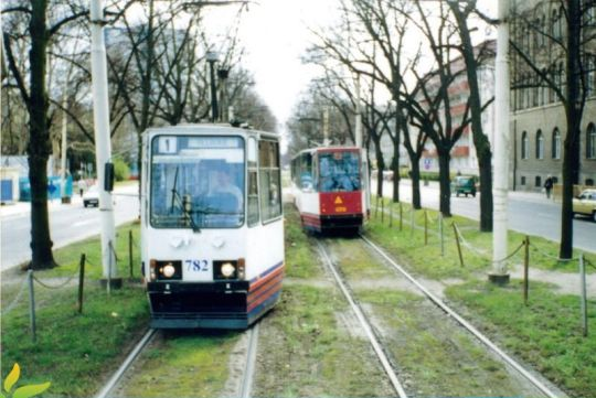 106Na widziany z okna tramwaju z przodu