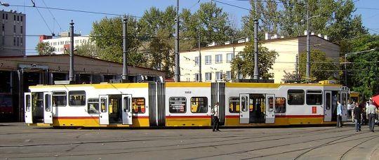Wagon 116N z napędem hybrydowym na wystawie w Warszawie