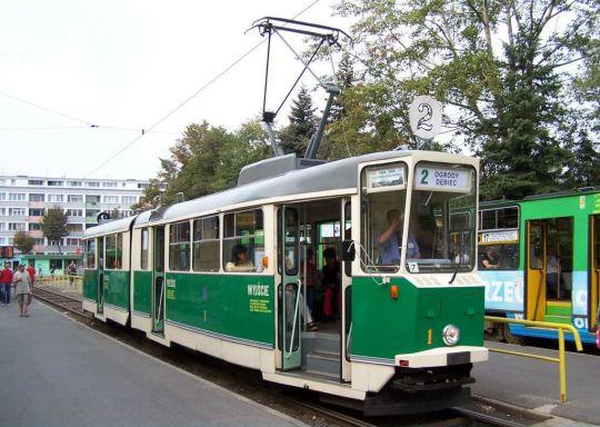 Poznański tramwaj zabytkowy 102N na linii 2