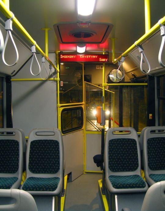 Wnętrze - widok na kabinę kierowcy