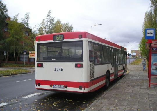 Jeden z wielu importowanych z Niemiec używanych autobusów w SPAD