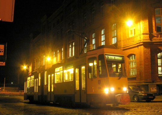 Tatra #106 na linii 2 w godzinach wieczornych
