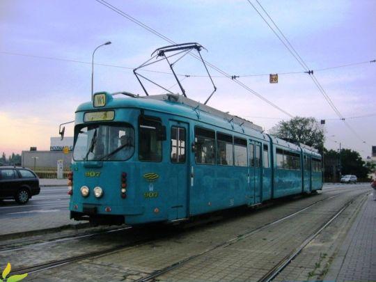 """Jeden z trzech ex-frankfurckich wagonów O w malowaniu """"morskim"""""""