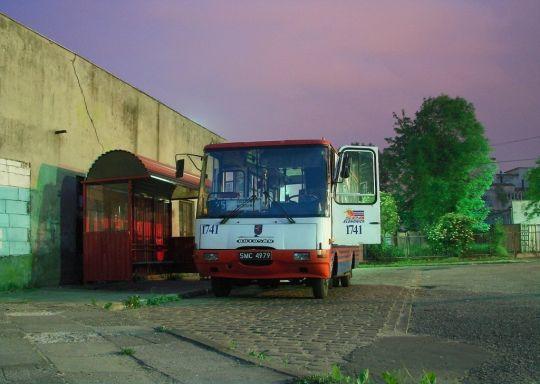 """Jedyna brygada linii 525 widziana wczesnym rankiem na pętli """"Wiszesława"""""""
