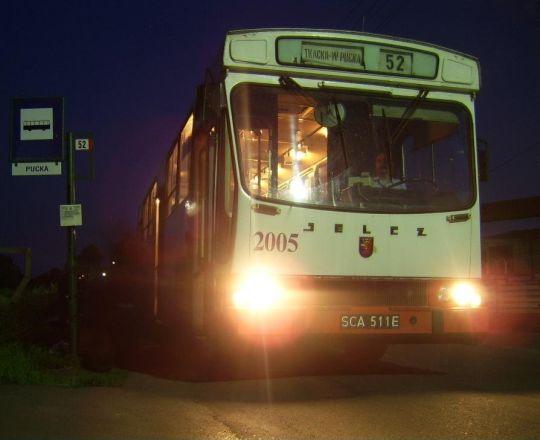 """Ostatni kurs linii 52 w piątkowy wieczór - tylko do przystanku """"Port Centralny"""""""