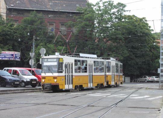 Typowy skład tramwajów T5C5