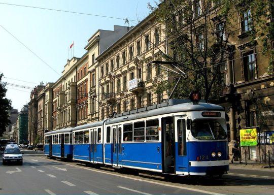 Skład E1+c3 w barwach krakowskiego przewoźnika na linii 14