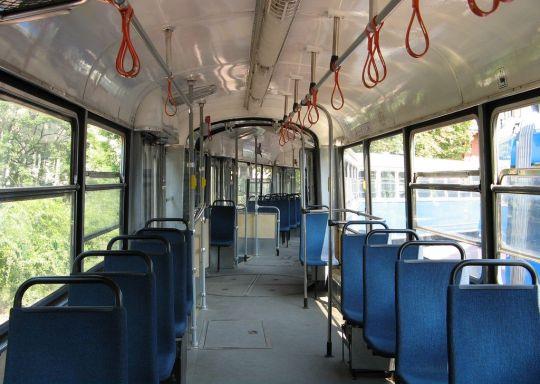 Wnętrze krakowskiego wagonu typu E1