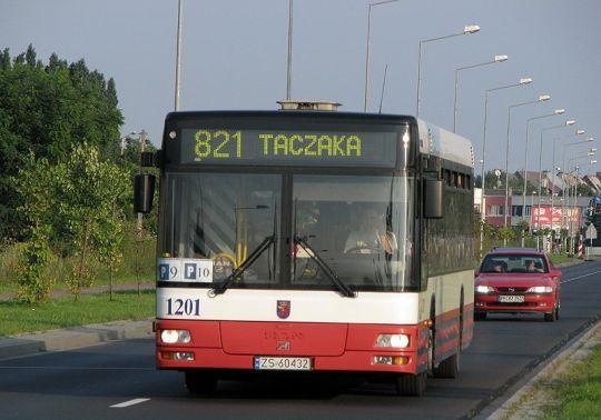 W dniu dzisiejszym linia 821 także nie narzekała na brak pasażerów