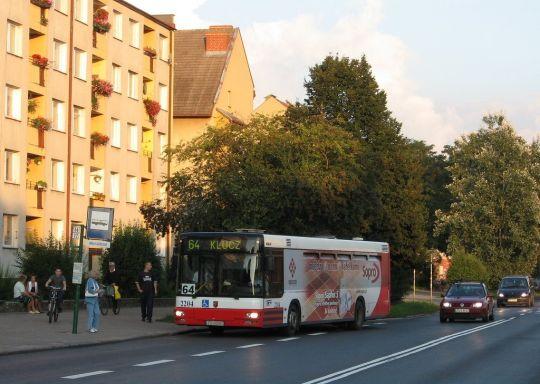"""MAN w reklamie """"Sopro"""" wjeżdża na przystanek """"Emilii Gierczak"""""""