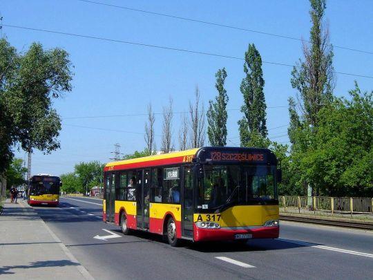 """Mobilisowy czteroletni """"jamnik"""" zmierza na warszawskie Szczęśliwice"""