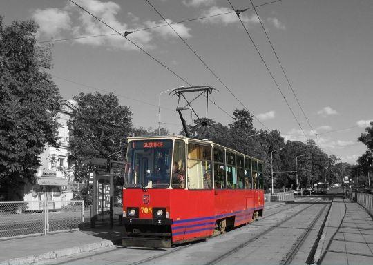 """Solowa """"stopiątka"""" jeszcze bez wagonu #689"""
