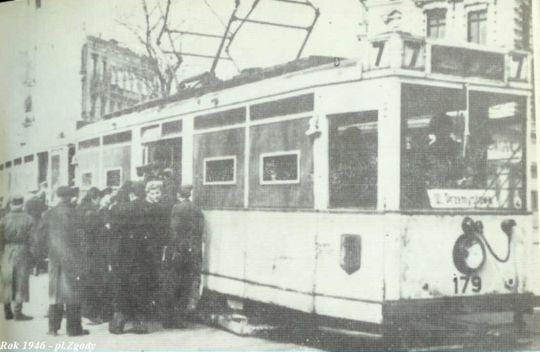 Wagon LHB na placu Zgody