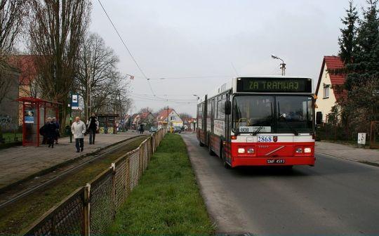 Strajkujący motorniczowie mają gdzieś mieszkańców miasta, więc sytuację ratują autobusy