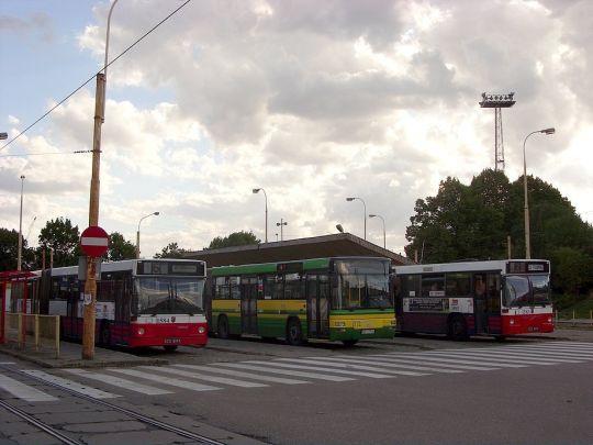 """Pętla """"Ludowa"""" niczym zamek, przeżywa ostatnimi czasy autobusowe oblężenie"""