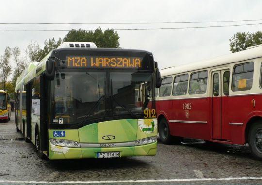 Ekologiczny produkt Solarisa prezentował się również w stolicy, spoglądając na nieekologiczną historię polskiej komunikacji