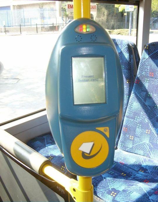 Elektroniczne czytniki biletów to standard w każdym londyńskim autobusie