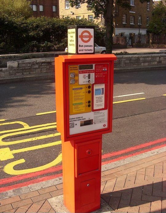 Typowy automat biletowy
