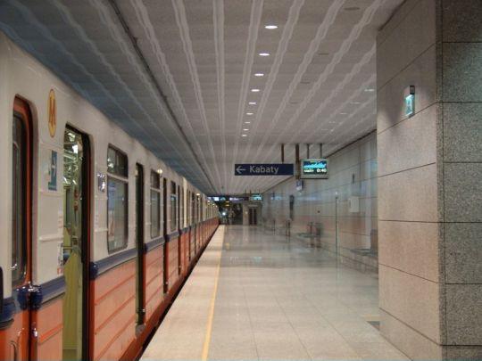 Pierwsza stacja metra w kierunku Kabat