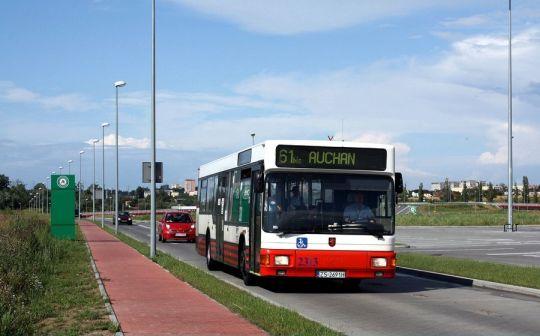 Autobusem linii 61 Bis dojedziemy również do Auchana