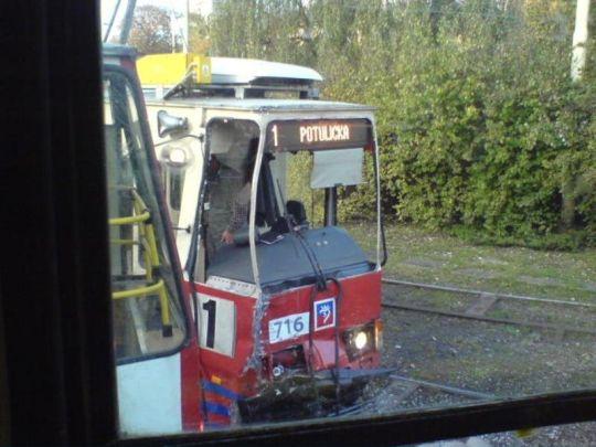 Rozbity wagon 105N #716