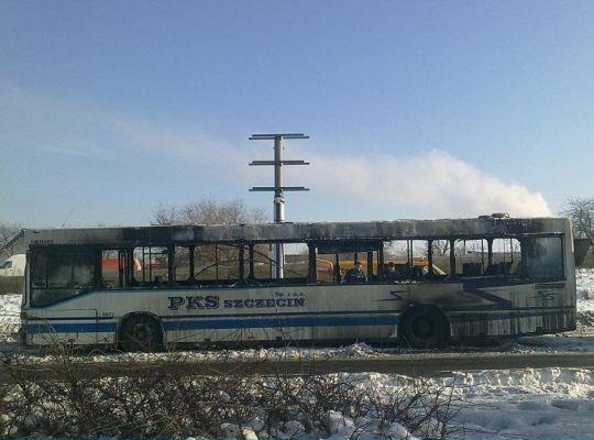 Pechowy dzień dla PKS-u i spalony autobus