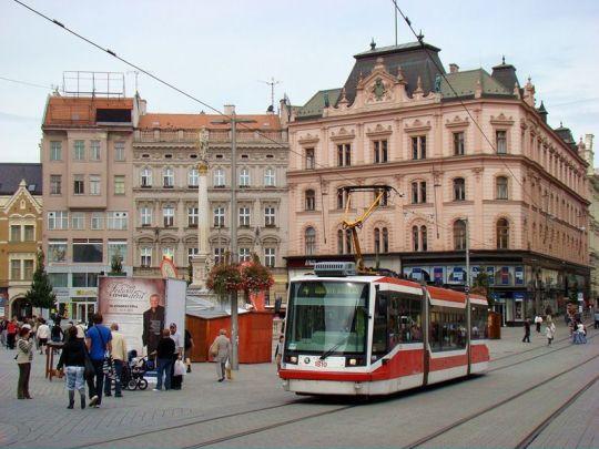 Škoda 03 T na placu Wolności w czeskim Brnie