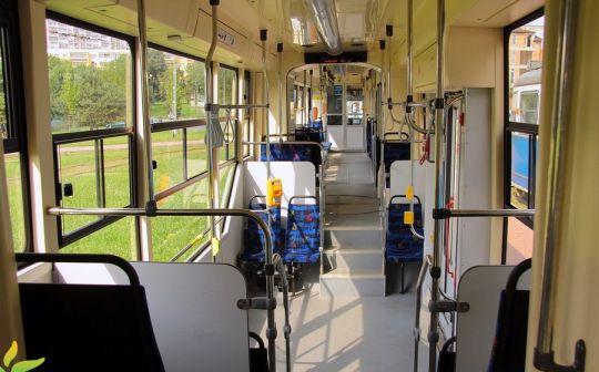 Wnętrze zmodernizowanego krakowskiego wagonu EU8N