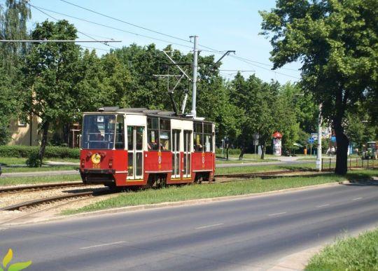 Większość toruńskich tramwajów jest kremowo-czerwona