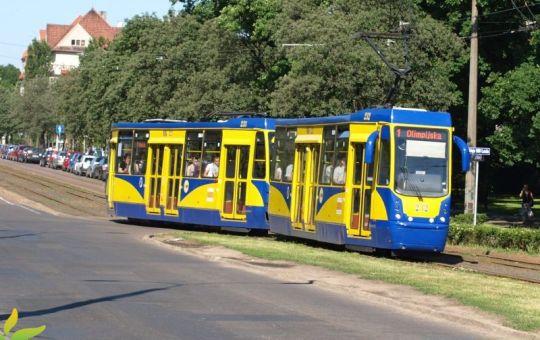 Pierwszy zmodernizowany skład 805-tek w Toruniu