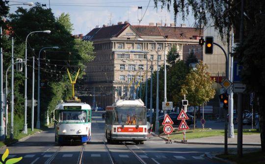 Brno posiada największą sieć trolejbusową w Czechach, często przecina ona sieć tramwajową