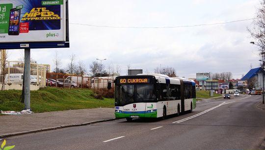 W szary dzień chociaż autobusy są kolorowe