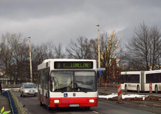 Na linii ekstra płatnej spotkać można najgorsze autobusy