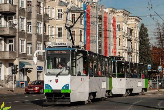 """Pierwszy skład 105Ng/S 531+532 w ogrodowych barwach wyjechał dziś na """"dwunastkę"""""""