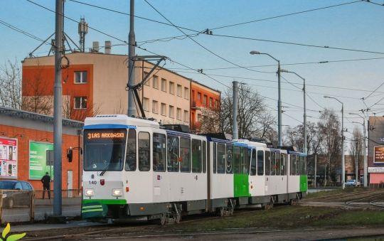 Dziś na 3/1 wyjechał zmodernizowany skład Tatr KT4Dt 140+142