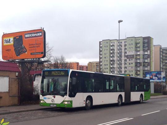 Mercedes-Benz O530L #10411 na linii 81