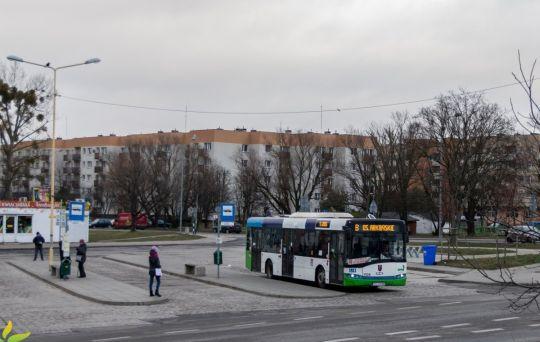 Autobusy pospieszne w Szczecinie. Coraz mniej, coraz rzadziej i coraz... krótsze