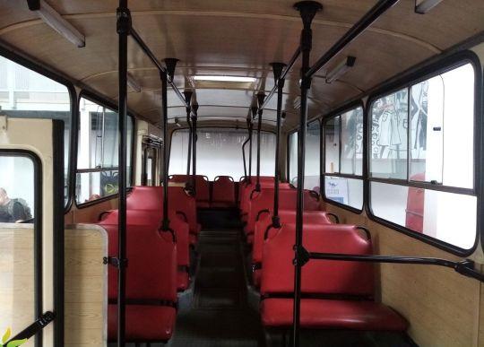 Wnętrze autobusu Jelcz PR110M - widok na tylnią część